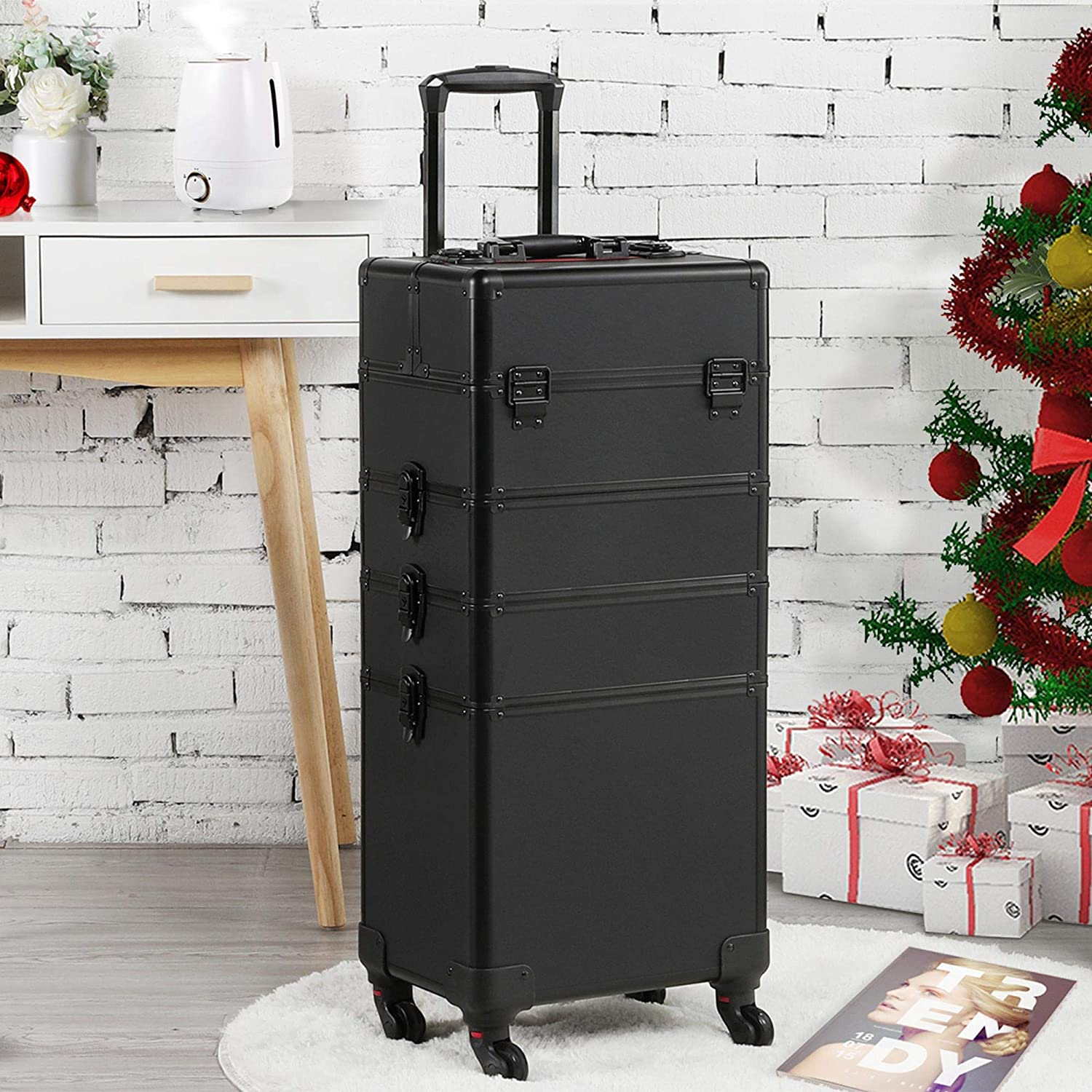 Tidy up, store your makeup at home or in the beauty salon with a trolley make-up case